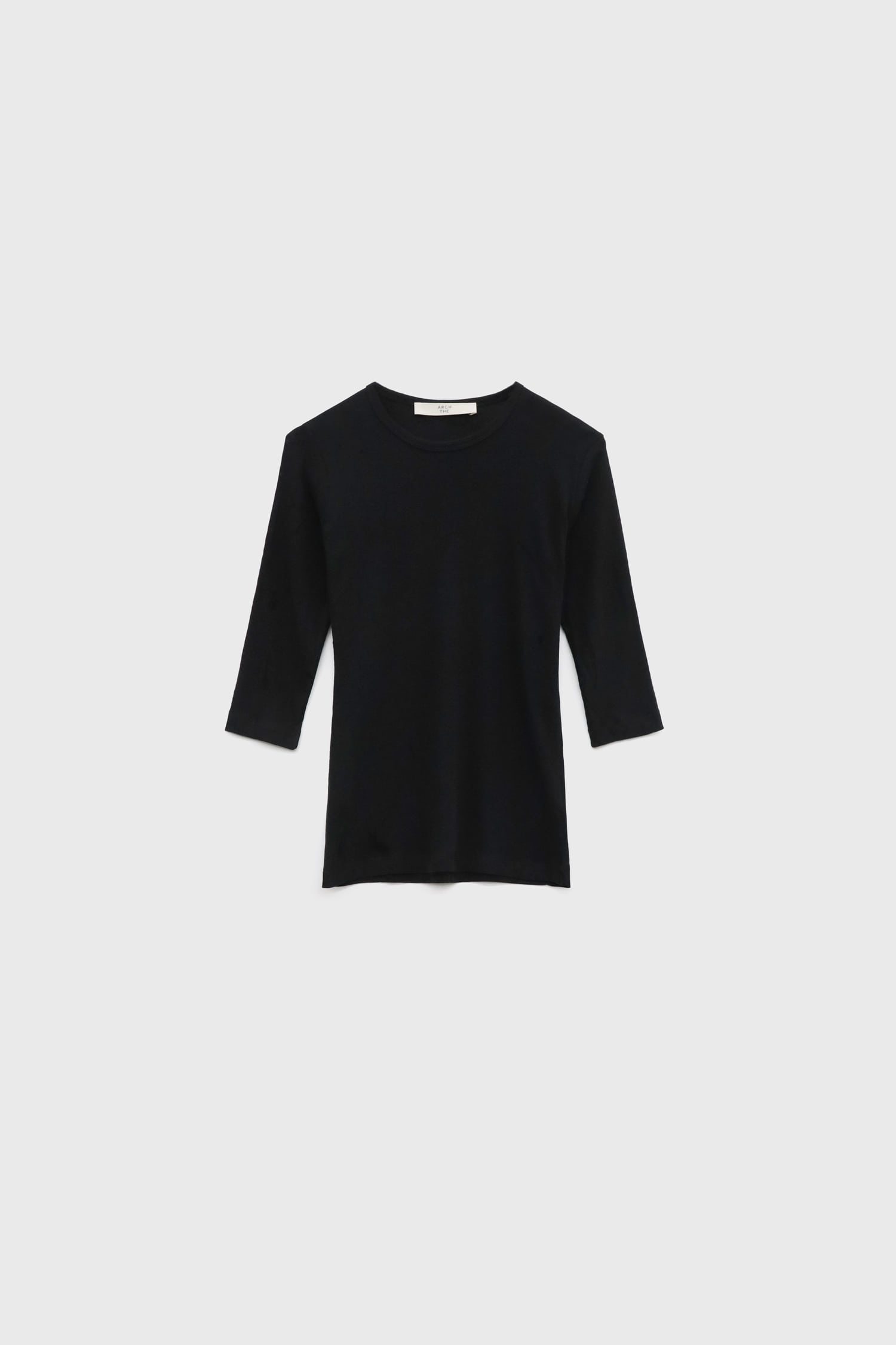 Three-quarter sleeved jersey top